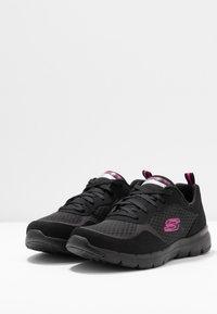 Skechers Sport - FLEX APPEAL 3.0 - Zapatillas - black/hot pink - 4