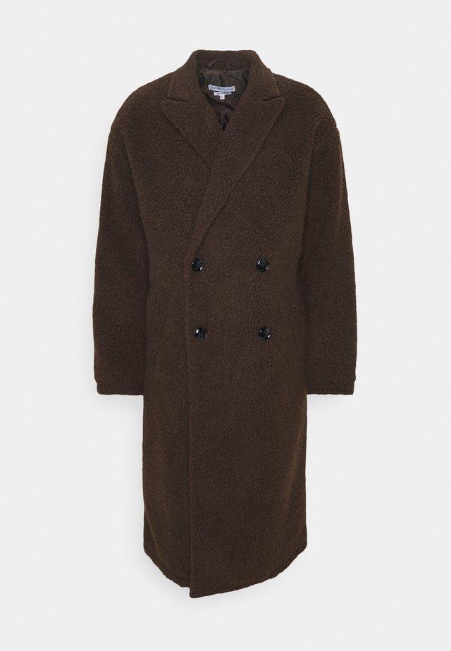 ARIES BORG LONGLINE OVERCOAT - Cappotto classico - brown