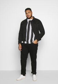 Another Influence - VERTICAL STRIPE PLUS - Long sleeved top - grey/white - 1