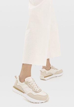 KOMBINIERTE - Sneakers laag - beige
