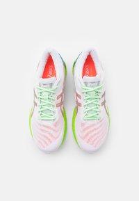 ASICS - GEL-NIMBUS 22 SUMMER LITE SHOW - Neutral running shoes - white/sunrise red - 3