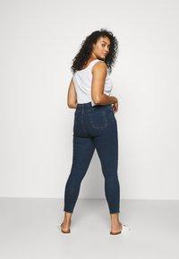 Glamorous Curve - RIPPED WREN - Jeans Skinny Fit - dark blue rinse - 2