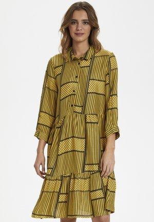 KAMILLE - Robe chemise - golden rod