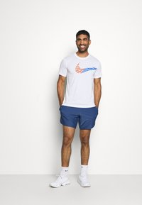Nike Performance - LEG TEE - Print T-shirt - white - 1