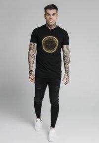 SIKSILK - LION TEE - T-shirt med print - black - 1