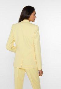 WE Fashion - Blazer - light yellow - 2