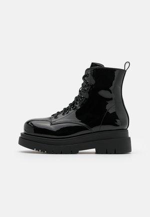 VEGAN  - Platform-nilkkurit - black