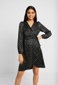 Vero Moda - VMGAMMA WRAP DRESS - Robe d'été - black/nice - 0