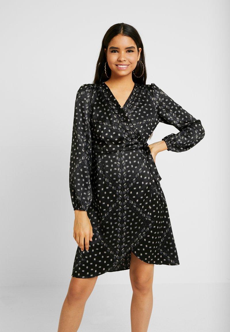 Vero Moda - VMGAMMA WRAP DRESS - Robe d'été - black/nice