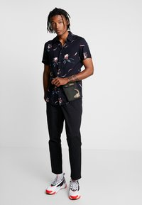 New Look - GILI FLORAL  - Skjorter - blue pattern - 1