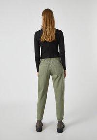 PULL&BEAR - Relaxed fit jeans - mottled dark green - 2