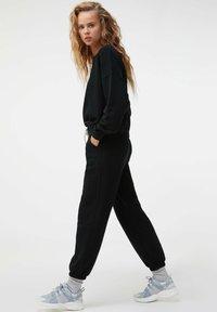 OYSHO - Sweatshirt - black - 1