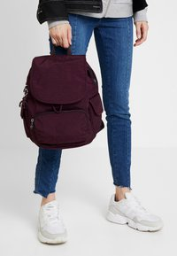 Kipling - CITY PACK S - Reppu - dark plum - 1