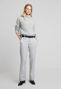 Marc O'Polo PURE - SLIGHTLY - Strikpullover /Striktrøjer - cement grey melange - 1