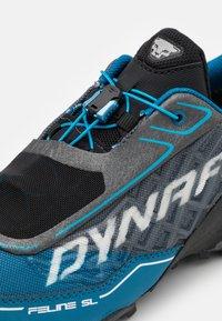 Dynafit - FELINE SL GTX - Trail running shoes - carbon/frost - 5