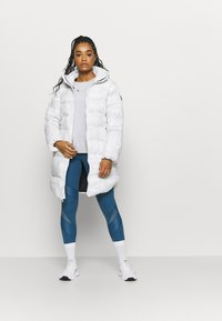 Under Armour - SPORTSTYLE GRAPHIC BENCH - Down coat - onyx white - 1