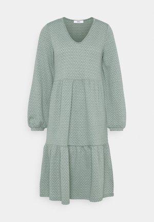 ONLGRACE DRESS - Jerseykjole - chinois green