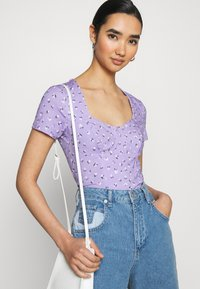 Monki - MINNIE - Printtipaita - purple - 3