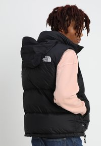 The North Face - 1996 RETRO NUPTSE VEST UNISEX - Kamizelka - black - 3