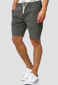 INDICODE JEANS - Shorts - dark grey - 0