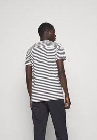 Les Deux - SAILOR  - Print T-shirt - off white/dark navy - 2