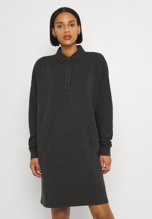 NMETSY DRESS - Denní šaty - obsidian
