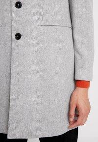 Burton Menswear London - FAUX - Kåpe / frakk - light grey - 3
