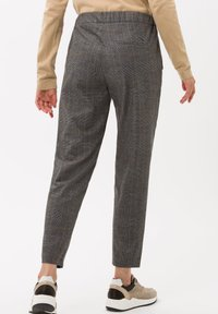 BRAX - STYLE MAREEN S - Trousers - grey - 2