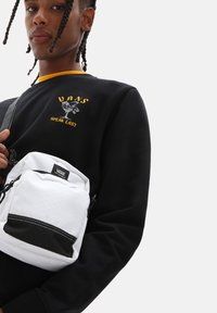 Vans - UA CONSTRUCT DX SHOULDER BAG - Across body bag - white - 0