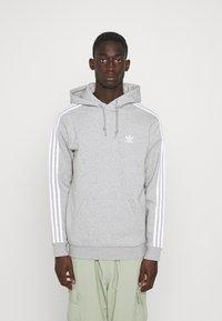 adidas Originals - 3-STRIPES HOODY ORIGINALS ADICOLOR SWEATSHIRT HOODIE - Felpa con cappuccio - medium grey heather - 0