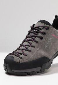 Scarpa - MOJITO TRAIL GTX - Hiking shoes - midgray - 5