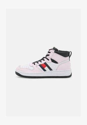 MID CUT BASKET  - Sneakers hoog - light pink