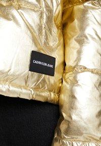 Calvin Klein Jeans - PUFFER JACKET - Vinterjakke - gold - 5