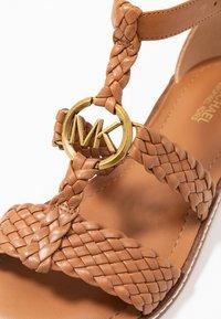 MICHAEL Michael Kors - PIPER FLAT - Sandals - acorn - 2