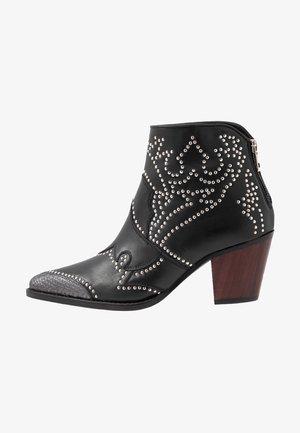 CARA STUDS - Kovbojské/motorkářské boty - noir