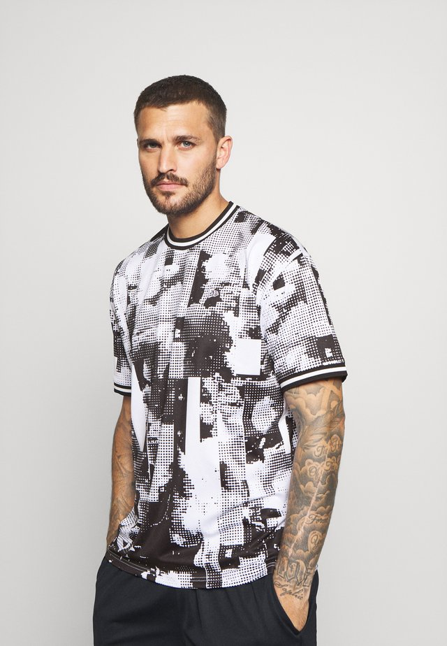 NEW ERAOVERSIZED TECH TEE - Print T-shirt - white