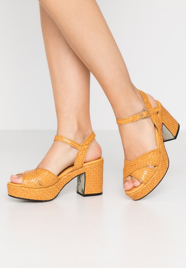 High heeled sandals - mostaza