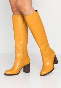 Lazamani - Vysoká obuv - yellow - 0