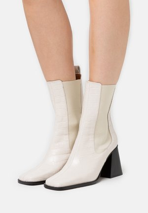 High heeled ankle boots - crema