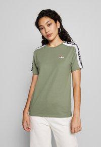 Fila Tall - TANDY TEE - Print T-shirt - sea spray/bright white - 0