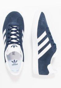adidas Originals - GAZELLE  - Zapatillas - collegiate navy/footwear white - 1