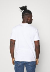 Tommy Jeans - TIMELESS BOX TEE UNISEX - T-shirt con stampa - white - 2