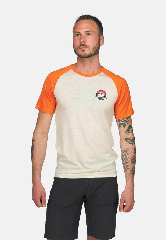 T-shirts med print - hvit og oransje