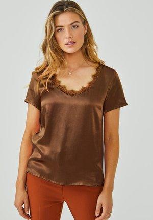 VEERNE - Blouse - root brown
