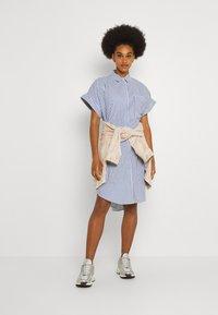 Monki - WANNA DRESS - Skjortekjole - blue bright summer stripe - 1