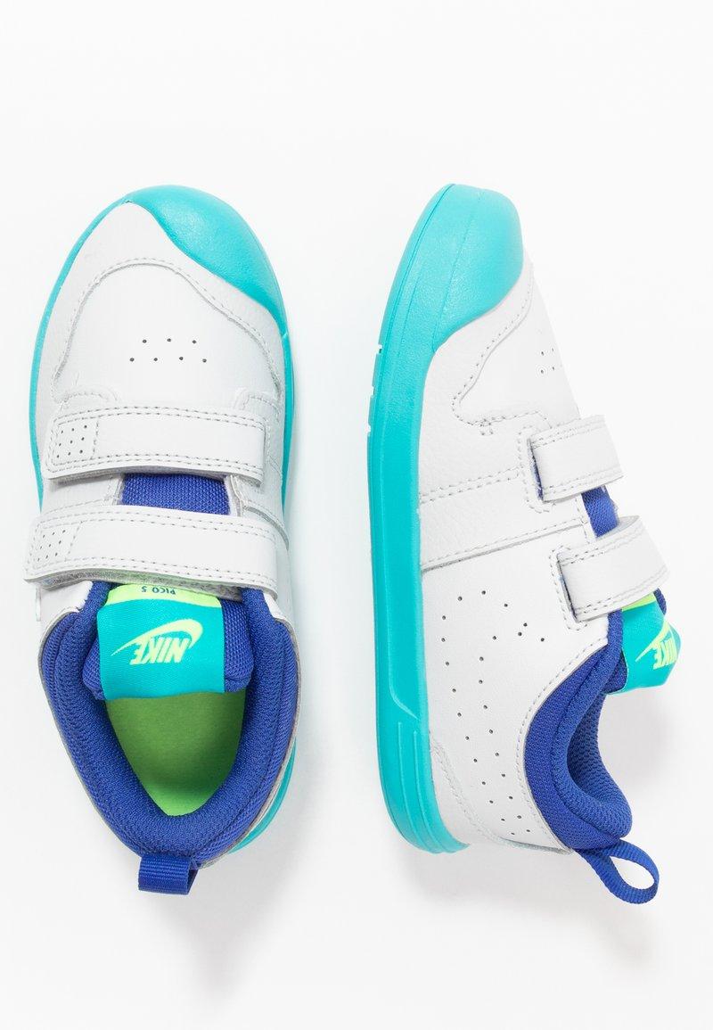 Nike Performance - PICO 5 UNISEX - Zapatillas de entrenamiento - photon dust/oracle aqua/hyper blue/ghost green