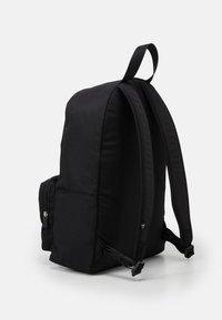 Calvin Klein Jeans - CAMPUS GLOW UNISEX - Batoh - black - 1