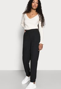 ONLY Petite - ONLNELLA PANTS - Tracksuit bottoms - black - 3