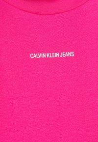 Calvin Klein Jeans - MICRO BRANDING STRETCH MOCK NECK - Print T-shirt - party pink - 2