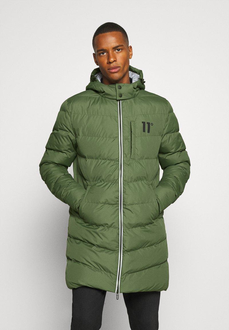 11 DEGREES - LONG LINE CHEVRON PUFFER - Winter coat - forest green